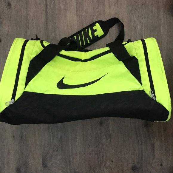 Bright green Nike duffel bag. M 5a5135c3a6e3ea7f3701e8e2 8aacc51c6